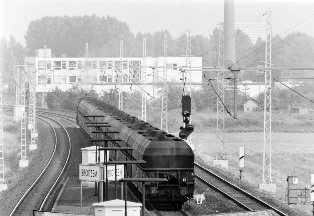http://images.bahnstaben.de/HiFo/00071_Broitzem_1975/SW-1406.jpg