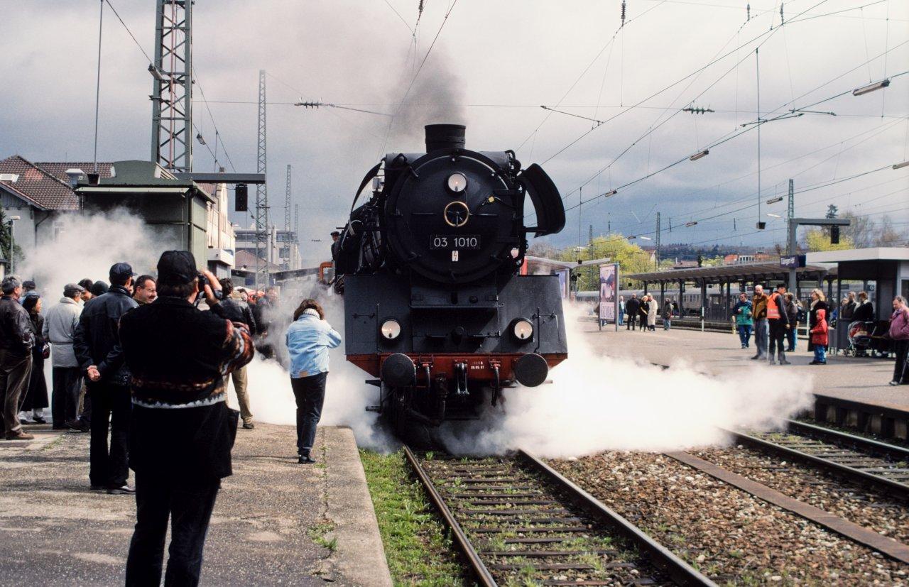 http://images.bahnstaben.de/HiFo/00085_EFZ_Tuebingen_1998/IMGP4301-LR.jpg