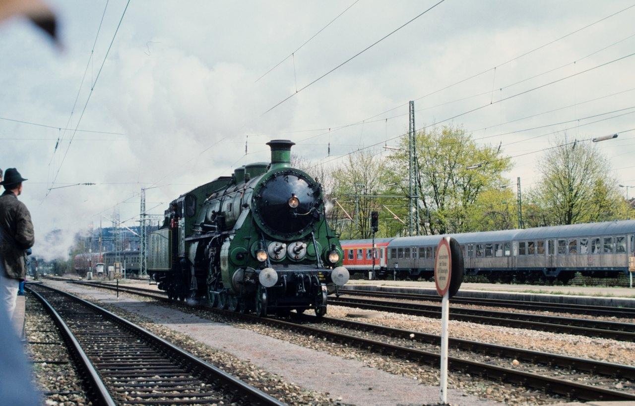 http://images.bahnstaben.de/HiFo/00085_EFZ_Tuebingen_1998/IMGP4479-LR.jpg