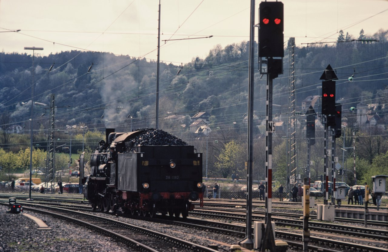 http://images.bahnstaben.de/HiFo/00085_EFZ_Tuebingen_1998/IMGP4509-LR.jpg